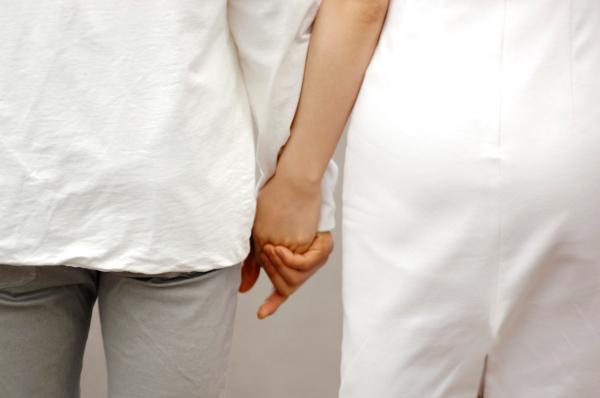 気がある証拠!?恋人繋ぎをしてくる相手の心理を読み取る5つのコツ