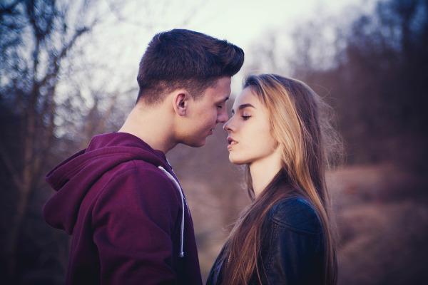 彼女との初キスはこういうものにしたい!と男性が思う5つのキス