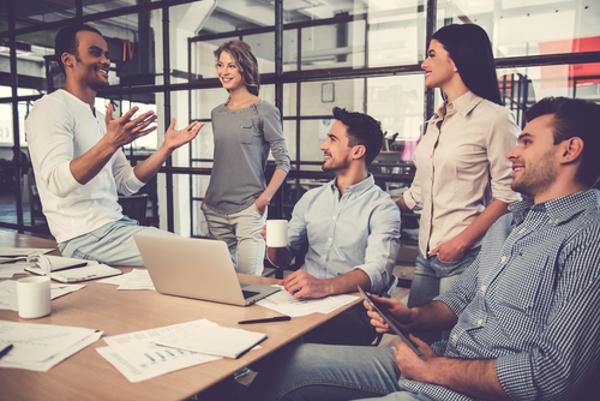 気になる女性が職場にいる時の男性の5つのキモチ