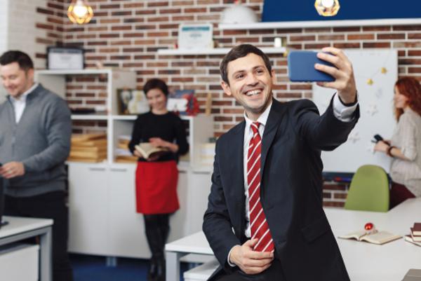 自撮りをする男性の心理にはこの5つがある!
