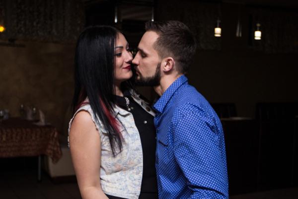 強引なキスをする男性の5つの心理
